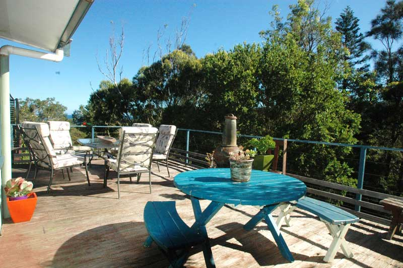 Outdoor dining Copa Shells Beach House - A pet friendly holiday accommodation beach house with dog friendly beaches at Copacabana Beach on the Central Coast NSW