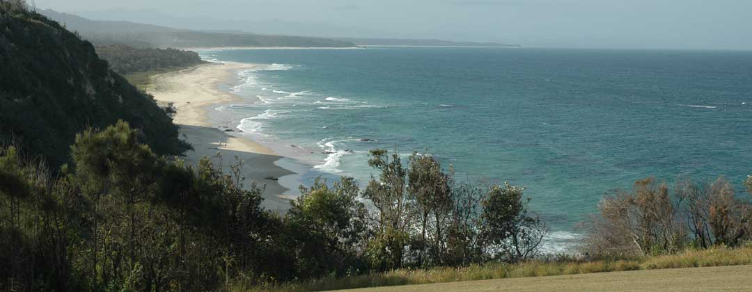Pet Friendly Accommodation. Four pet friendly holiday houses; dog friendly accommodation for holidaying with dogs. Holiday rentals at Nambucca Heads near Valla Beach, Mid North Coast NSW & Copacabana Beach Central Coast NSW