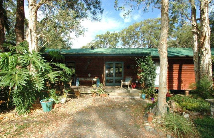 Sanctuary Bush to Beach House. A pet friendly accommodation beach house with dog friendly beaches for your holiday at Nambucca Heads near Valla Beach, Mid North Coast NSW
